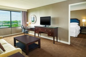 Suite - Sheraton Hotel Lisle