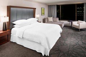 Suite - Sheraton Hotel Bloomington
