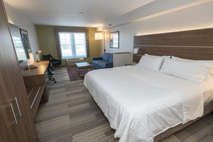 Suite - Holiday Inn Express Hotel & Suites Iron Mountain