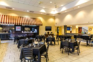 Restaurant - Four Points by Sheraton Hotel & Casino Caguas