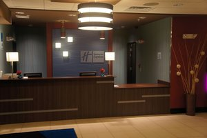 Lobby - Holiday Inn Express Hotel & Suites Northeast York
