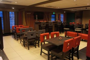 Restaurant - Holiday Inn Express Hotel & Suites Northeast York