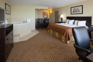 Suite - Holiday Inn Detroit Lakes