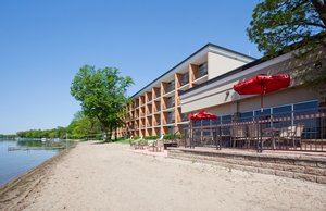 Exterior view - Holiday Inn Detroit Lakes