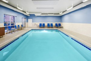 Pool - Holiday Inn Express Hotel & Suites North Shore Niles