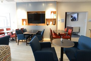 Lobby - Holiday Inn Express Hotel & Suites North Shore Niles