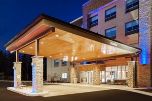 Exterior view - Holiday Inn Express Hotel & Suites North Shore Niles