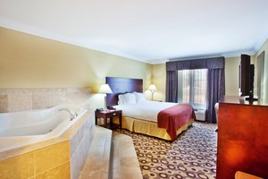 Suite - Holiday Inn Express Hotel & Suites West Macon