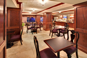 Restaurant - Holiday Inn Express Hotel & Suites Watertown