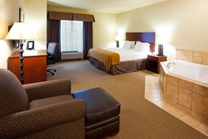 Suite - Holiday Inn Express Hotel & Suites Southeast Valdosta