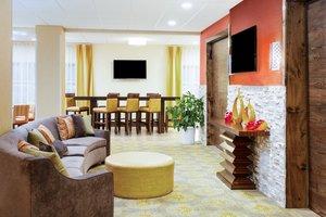 Lobby - Holiday Inn Express Hotel & Suites Sandusky