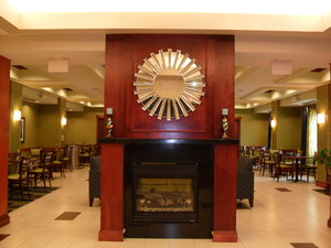 Lobby - Holiday Inn Express Hotel & Suites Urbandale