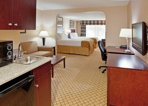 Suite - Holiday Inn Express Hotel & Suites Airport Wichita