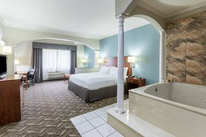 Suite - Holiday Inn Express Hotel & Suites Lake Charles
