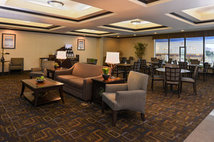 Lobby - Holiday Inn Express Hotel & Suites Fairmont