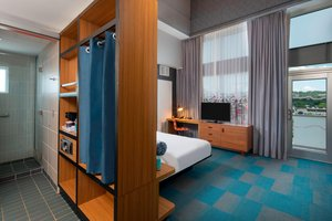 Room - Aloft Soho Square Hotel Homewood