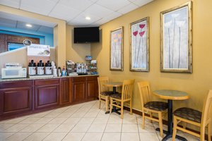 Restaurant - Holiday Inn Express Grasonville