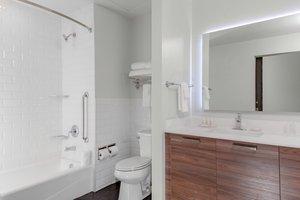 Room - Fairfield Inn & Suites by Marriott Downtown Dallas
