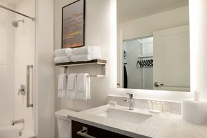 - TownePlace Suites by Marriott Grafton