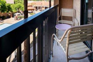 Room - Courtyard by Marriott Hotel Camelback Phoenix
