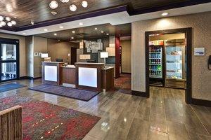 Lobby - Holiday Inn Express West Hutchinson