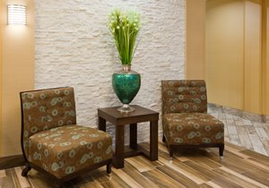 Lobby - Holiday Inn Express Hotel & Suites North Davenport