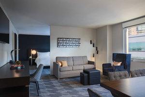Suite - Renaissance Savery Hotel Des Moines