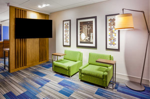 Lobby - Holiday Inn Express Hotel & Suites Downtown Des Moines