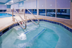 Pool - Holiday Inn Express Hotel & Suites Downtown Des Moines