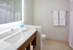 Room - Holiday Inn Express Hotel & Suites Downtown Des Moines