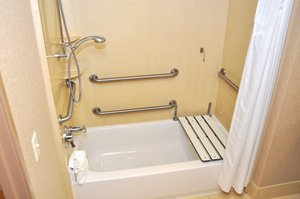 - Holiday Inn Hotel & Suites Airport Oakland