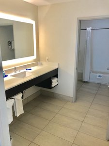 - Holiday Inn Express Hotel & Suites Tracy
