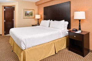 Room - Holiday Inn Express New Columbia