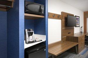 - Holiday Inn Express Hotel & Suites Windcrest San Antonio