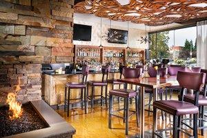 Restaurant - Staypineapple Hotel Rose Downtown Portland