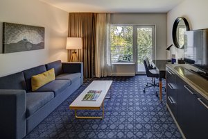 Room - River's Edge Hotel Portland