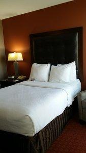Room - Crowne Plaza Hotel North Highlands