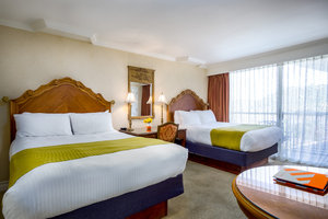 Room - Town & Country Resort San Diego