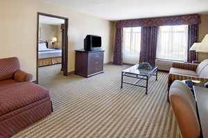 Suite - Holiday Inn Express Hotel & Suites Marina