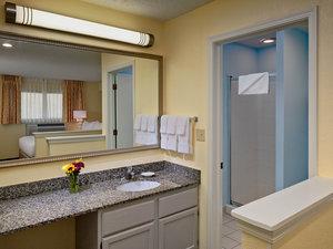 - Sonesta ES Suites Lombard