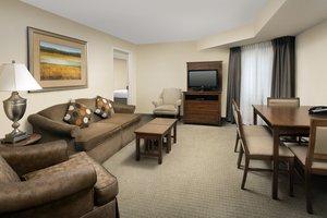 Room - Staybridge Suites North Brunswick