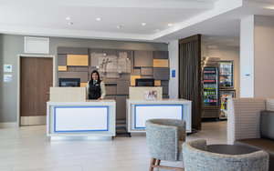 Lobby - Holiday Inn Express Hotel & Suites East Kelowna