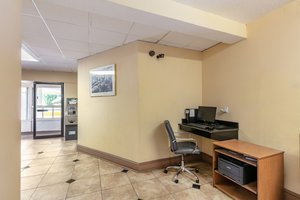 Conference Area - Red Carpet Inn Stamford