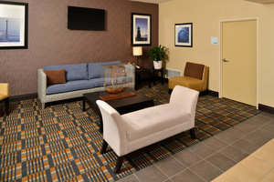 Lobby - Holiday Inn Express Hotel & Suites Peekskill