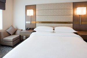Room - Sheraton Hotel Woodbury