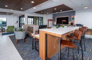 Lobby - Holiday Inn Express Middletown