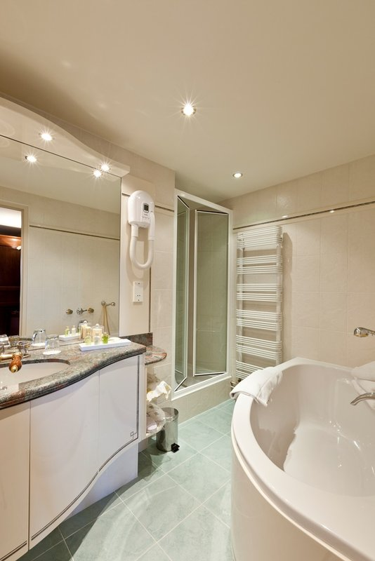 Suite Castel Bathroom