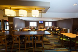Restaurant - Fairfield Inn by Marriott Burlington