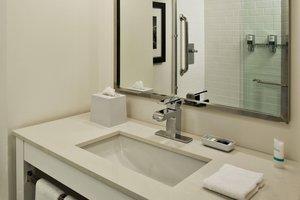 - Fairfield Inn & Suites by Marriott Airport Chattanooga