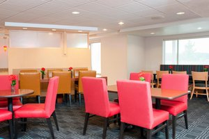 Restaurant - TownePlace Suites by Marriott Johnston